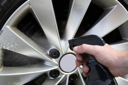 Cleaning Car Alloys with Cleaner